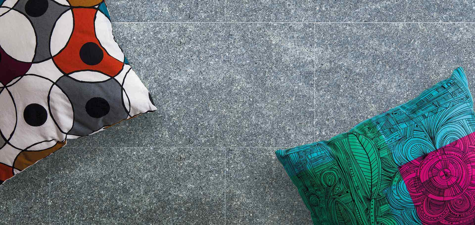Pavimenti in pietra per interni ed esterni rielli for Zoccolini in pietra