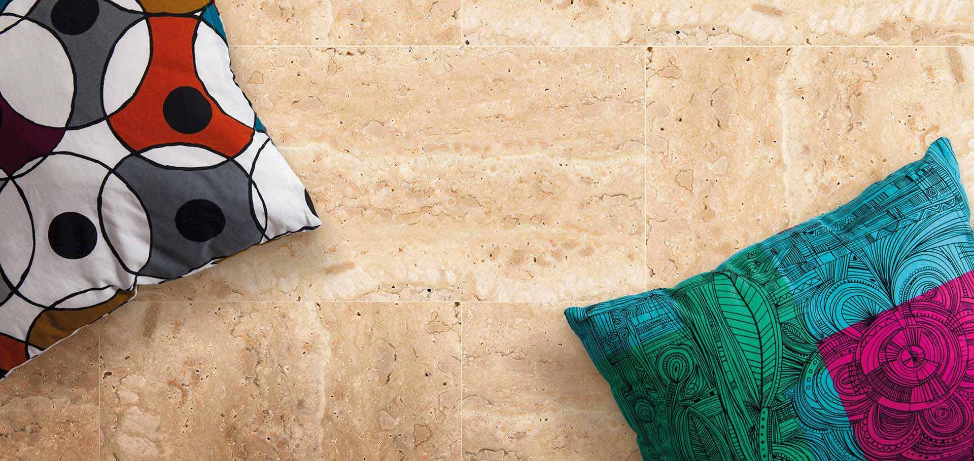 Pavimenti in travertino per interni ed esterni rielli for Zoccolini in pietra