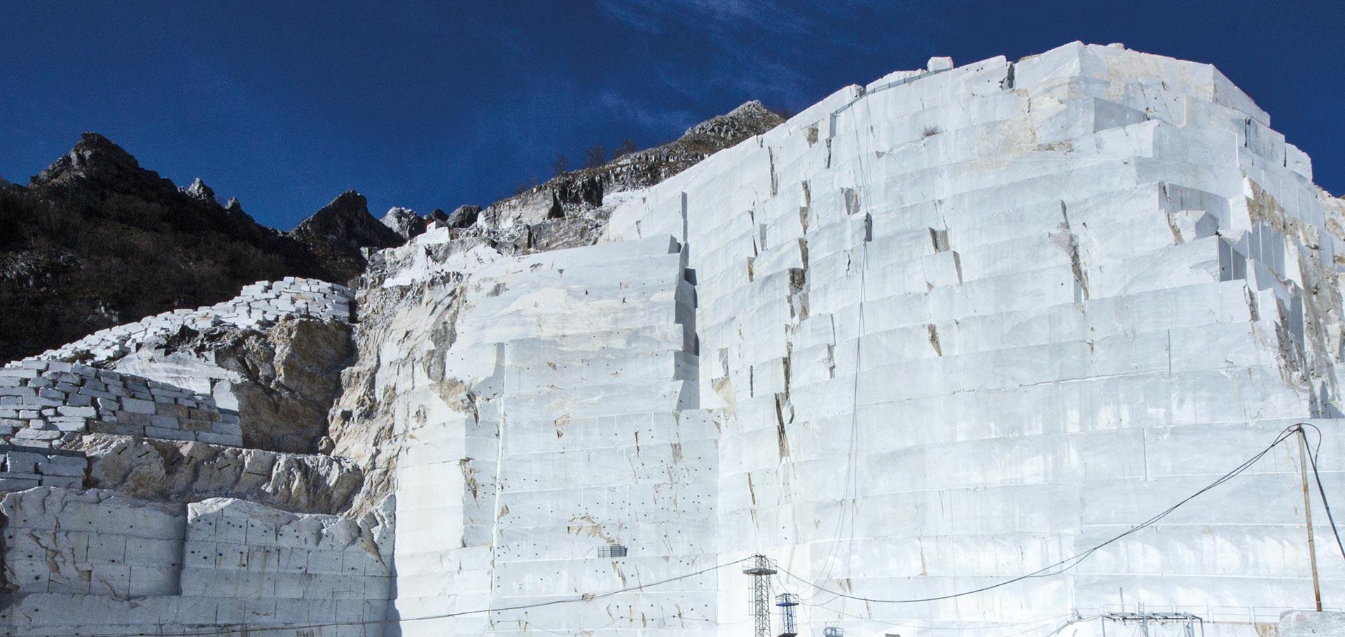 Pietre naturali marmo pietra e travertino rielli for Zoccolini in pietra